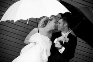bryllupsbilleder i regnvejr af Anna Kjærulff